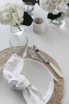 elisabeth heier: HØSTBORD white, simple, table setting