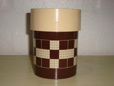 Erik Kold Plast Danish design retro tin from the 60s and 70s.#Erik #Kold #plastic #tin #60s #70s #plast #plastik #daase #Danish #design #retro #kitchenware. SOLGT.