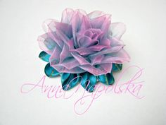 Екзотична квітка канзаши з органзи. Экзотический цветок из двухцветной о...