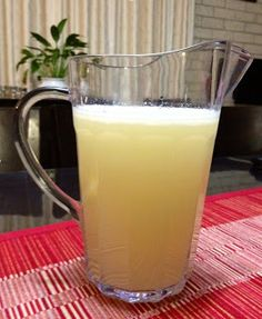 Mixing it up with Thermomix! Bellini Recipe, Cocktail Drinks, Fun Drinks, Yummy Drinks, Beverages, Smoothie Drinks, Smoothies, Homemade Lemonade, Cocktails