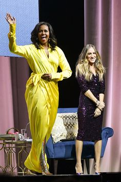 Michelle Obama Wears Balenciaga Spring 2019 Yellow Dress and Gold Glitter Thigh High Blade Boots for Becoming Talk in Brooklyn with Sarah Jessica Parker Beauty And Fashion, Fashion Looks, Fashion News, Latest Fashion, Daily Fashion, Fashion Articles, Classic Fashion, Sarah Jessica Parker, Michelle Und Barack Obama