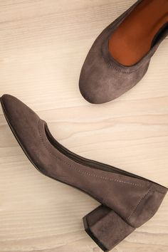 b39460fc262 Vintage Frye Tan - Light Brown Leather Clogs