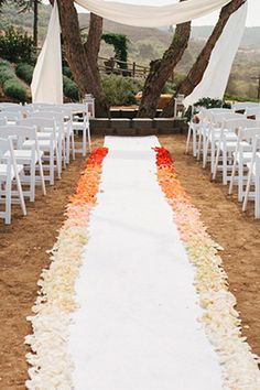 Opting for a more rustic color palette of oranges, reds, and yellows? Try an autumn-inspired ombré aisle.