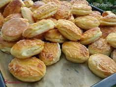 Pretzel Bites, Sprouts, Biscuits, Pizza, Bread, Vegetables, Recipes, Basket, Finger Food Recipes