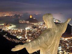 Udsigt over Rio de Janeiro om aftenen