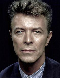 David Bowie is a joy forever — lady-stardust-rv: 1992 photo by Peter Gabriel Lady Stardust, Ziggy Stardust, Glam Rock, David Bowie Labyrinth, Mick Ronson, The Thin White Duke, Peter Gabriel, Music Icon, David Jones