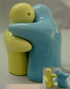 Salt and pepper people vintage wood set hand painted salts vintage wood and my mom - Salt and pepper hug ...