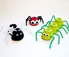 Egg-streme Egg Carton Bugs What You ll Need 1 egg carton tempera paint red green black paintbrushes glue googly eyes pipe cleaners black and brown white tissue paper craft needle or push pin scissors markers hot-glue gun tissue paper Craft Activities, Preschool Crafts, Crafts For Kids, Arts And Crafts, Projects For Kids, Diy For Kids, Craft Projects, Recycling Projects, Egg Carton Crafts