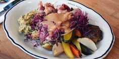Jigg's Dinner: Most Newfoundlanders would recommend serving with pickled beets, stuffing, gravy and buns. Canadian Dishes, Canadian Cuisine, Canadian Food, Canadian Recipes, Irish Recipes, Beef Recipes, Cooking Recipes, Rock Recipes, Jiggs Dinner
