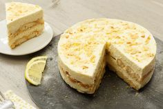 No-bake limoncello tiramisu taart Köstliche Desserts, Delicious Desserts, Yummy Food, Sweet Recipes, Cake Recipes, Dessert Recipes, Tiramisu Limoncello, Tiramisu Recipe, Tiramisu Cake