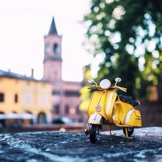 Exploring This Big Wild World With My Little Cars Object Photography, Fruit Photography, Toys Photography, Amazing Photography, Miniature Photography, Background Images For Editing, Miniature Cars, Pink Wallpaper Iphone, Vintage Soul