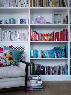 I love this idea, but I don't think Bill would appreciate it if I organized his books by color...he'd never find anything :o)