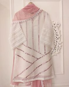 winter date outfit Stylish Dresses For Girls, Stylish Dress Designs, Designs For Dresses, Casual Dresses, Girls Dresses Sewing, Stylish Girl, Casual Wear, Simple Pakistani Dresses, Pakistani Dress Design