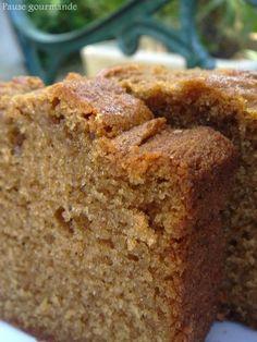Cake à la pâte de speculoos : - 3 œufs  - 150 g de farine - 1 sachet de levure - 80 ml d'huile  - 125 ml de lait  - 3 bonnes cuillère à soupe de pâte de spéculoos  - 80 g de sucre de canne complet  - 1/2 cuillère à café rase de gingembre en poudre  - 1/2 cuillère à café rase de cannelle en poudre  - 1/2 cuillère à café rase de cardamone en poudre #gâteau COUP DE COEUR