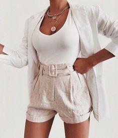Which details making summer outfits cool and stylish? How can you look more fancy while just wearing a basic denim short or a white mini skirt? Chic Outfits, Spring Outfits, Trendy Outfits, Fashion Outfits, Womens Fashion, Fashion Trends, Luxury Fashion, Looks Com Short, Style Feminin