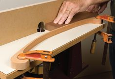 5 easy diy router jigs every woodworker should Woodworking Outdoor Furniture, Router Woodworking, Learn Woodworking, Woodworking Magazine, Easy Woodworking Projects, Popular Woodworking, Woodworking Techniques, Woodworking Jigsaw, Diy Router