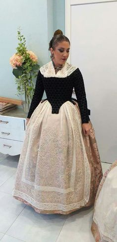 Built In Wardrobe, Regional, Lace Skirt, Dreams, Skirts, Fashion, Vestidos, Fails, Female Clothing