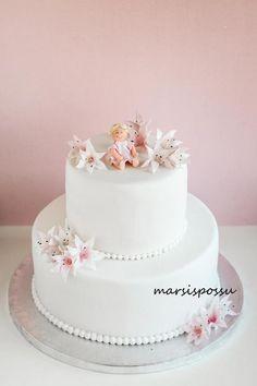 Marsispossu: Ristiäiskakku liljoilla, Christening cake with lilies Baby Party, Christening, Lily, Desserts, Parties, Cakes, Food, Cook, Tailgate Desserts