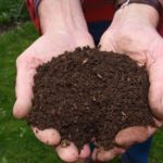 You don't have to buy compost for your garden. With a little bit of space and a little bit of time, you can make compost yourself, with almost no effort at all. How To Make Compost, Compost Mulch, Garden Soil, Lawn And Garden, Vegetable Garden, Garden Compost, Mushroom Compost, Compost Tumbler, Tomato Plants