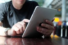 Với những thuê bao Mobifone đã sử dụng sim 3G Mobifone để có thể truy cập mạng nhanh chóng, dễ dàng trên iPad, tablet, laptop… bên cạnh việc lựa chọn các sim 3G Mobi có dung lượng data ưu đãi lớn, cước duy trì khuyến mãi thấp thì các thuê bao này còn rất quan tâm đến cách xem tài khoản sim 3G Mobifone.