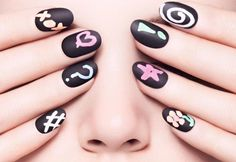 Chalkboard manicure: Transform your nails into chalkboards