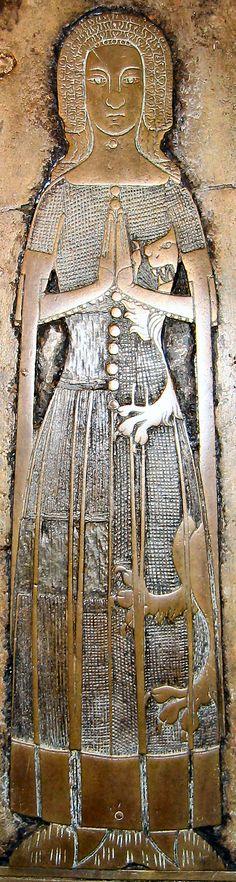 Heraldic dress for Golden Seamstress, 2007 Bray St Michael Maud Foxley 1378 17.jpg (565×2112)