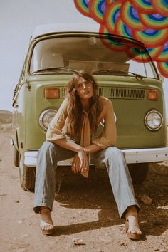 Tessa Barton by Kobe Wagstaff for Sugarhigh + Lovestoned 70s Hippie, Hippie Man, Happy Hippie, Hippie Style, Hippie Peace, 70s Style, Hippie Boho, Trip The Light Fantastic, Lights Fantastic