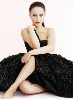 Natalie Portman ✾ Miss Dior, Find Inspirations at Monica Hahn Photography Natalie Portman Miss Dior, Natalie Portman Style, Most Beautiful Women, Beautiful People, Nathalie Portman, Strapless Dress Formal, Prom Dresses, Formal Dresses, Jenifer