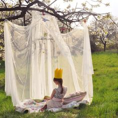 Outdoor princess picnic!  Girls would love this idea.