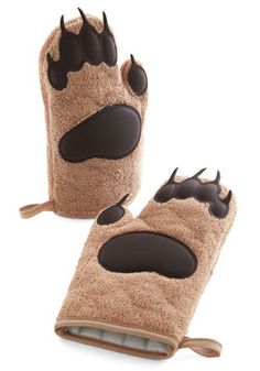 Cub on By Oven Mitts. Protect your paws from the sizzle of your culinary creations with this set of bear-themed oven mitts by Fred. #brown #modcloth