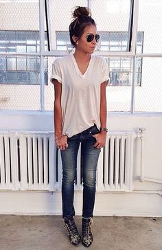 white loose fitting top blue skinnies denim casual outfit