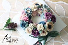 "[ SOYAE CAKE ] 앙금플라워 떡케이크 "" 슈슈 "" 소개합니다  ~ 2호사이즈 ( 지름18센치 )  ~ 흑임자설기 ( 흑임자필링 )  ~ Flower CAKE ( 소예리스 )  Www.so-ye.co.kr  blog.naver.com / jungjung2015  #소예 #예쁘게담다 #앙금 #앙금케익 #앙금꽃 #앙금케이크 #꽃케익 #앙금꽃 #flower  #소통 #꽃스타그램 #꽃 #분당떡케이크 #기념일 #첫돌 #백일 #환갑 #앙금수업문의 #riceflowercake #wilton #wiltoncake #ricecakeflowercake #koreanbuttercream #flowers #baking #beanpaste #beanpasteflower #seoul #hongdae #cakeicing #플라워케이크 #떡케이크 #Ricecake #vivicake #앙금플라워 #beautifull #ricecakes #homebaking#flowermagic"