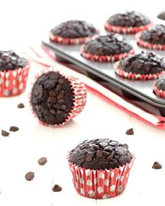 These double chocolate muffins have no eggs and no butter. They are chocolatey, super moist with a very tender crumb. Quick and easy to make Choc Muffins, Double Chocolate Chip Muffins, Eggless Chocolate Muffins Recipe, Eggless Desserts, Baking Desserts, Chocolate Cupcakes, Video Snacks, Cake Recipes, Dessert Recipes