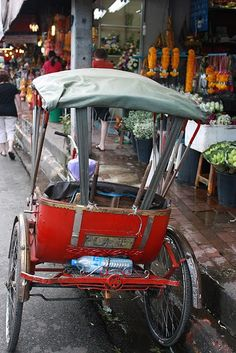 Red rickshaw at flower market in Chiang Mai~Image © Glimpse of Style