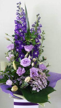 Flowers Arrangements Simple Bloemen Ideas For 2019 - Blumen Ideen Large Flower Arrangements, Funeral Flower Arrangements, Funeral Flowers, Wedding Arrangements, Simple Flowers, Amazing Flowers, Fresh Flowers, Flowers Nature, Rustic Flowers
