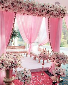 A sea of soft pink but we sure don't mind! Loving this mehendi decor by @xodecors , planned by @karyakrambysheetal  Find your dream wedding…