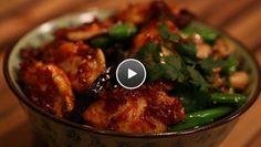 Gekaramelliseerde kippenvleugeltjes met paddenstoelen uit de wok - Recept   24Kitchen
