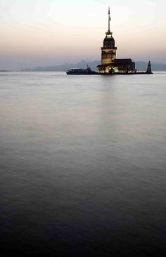世界の灯台-クスクレシイ(kiz kulesi)灯台(トルコ)