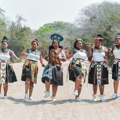 's Traditional wedding Dress by Gail Zulu Abdul's outfit by Majita tailors (Randburg) Isicholo from . Zulu Traditional Wedding Dresses, Zulu Traditional Attire, African Traditional Wedding, African Traditional Dresses, Traditional Outfits, African Inspired Fashion, Africa Fashion, Zulu Wedding, Xhosa Attire