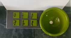 Composición azulejos y lavabo redondo