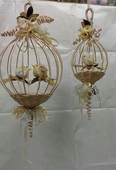 Фотография Burlap Crafts, Diy And Crafts, Arts And Crafts, Newspaper Basket, Newspaper Crafts, Willow Weaving, Basket Weaving, Paper Weaving, Bird Cages