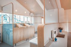 ArkA applies color and large open spaces for montessori kind.- ArkA applies color and large open spaces for montessori kindergarten in beijing - Kindergarten Architecture, Kindergarten Interior, Kindergarten Design, Daycare Design, School Design, Kindergarten Montessori, Just Kids, Toilette Design, Kids Toilet
