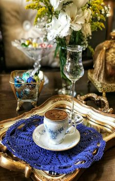 Aroma y color Coffee Cafe, Coffee Set, Black Coffee, Coffee Break, Best Coffee, Coffee Drinks, Brown Coffee, Coffee Presentation, Good Morning Coffee