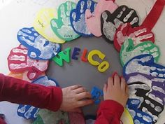 Make first week of school and have hanging on classroom door for beginning of the year. Create seasonal wreaths using different colors. On my classroom door right now Classroom Fun, Preschool Classroom, Classroom Activities, Classroom Organization, In Kindergarten, Preschool Crafts, Group Activities, Classroom Wreath, Kindergarten Smorgasboard