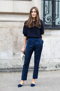 Street style at Paris Spring-Summer Fashion Week 2018 - Outfits for Work Fall Outfits For Work, Casual Work Outfits, Work Casual, Office Outfits, Outfit Work, Casual Office, Casual Fall, Blue Pants Outfit, Office Chic