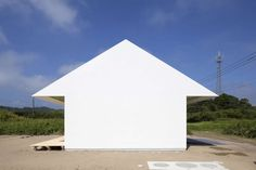 These houses with blank white, solid façades transform architecture into abstract, 2-dimensional forms.