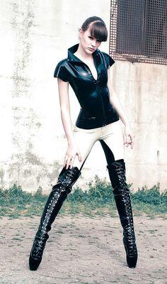 Alexandra Potter black white latex ballet boots