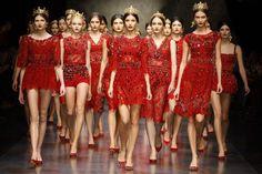 Opulenza e maestosità, queste le parole chiave dello show tutto fashion targato Dolce & Gabbana andato in scena nello sfavillante mondo delle passerelle milanesi, in occasione della Settimana della Moda. La nuova collezione autunno/inverno 2013-2014 presenta una donna di altri tempi, devota a uno stile ricercato, raffinato e ultra-glamour. L'antichità e la sicilianit&agr