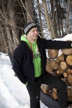 Dieser sportliche Kapuzenpullover für Herren vom Outdoorspezialisten Deproc ist angenehm weit geschnitten und für alle Aktivitäten im Freien bei kühlen Temperaturen geeignet.