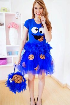 12 DIY Halloween costume for women. Try these easy DIY costume to spark at Halloween nights party. These 12 beautiful Halloween costume for girls will give you lots of goosebumps. Easy Diy Costumes, Diy Halloween Costumes For Women, Easy Halloween Costumes, Cute Costumes, Costume Ideas, Creative Costumes, Halloween Party, Halloween Ideas, Homemade Costumes
